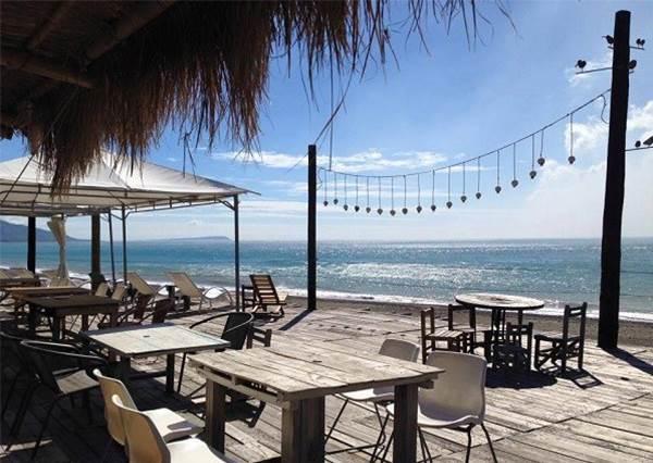 在第一間就可以看到媲美峇里島的絕景!特搜全台5大海景咖啡廳,根本不用全家飛出國