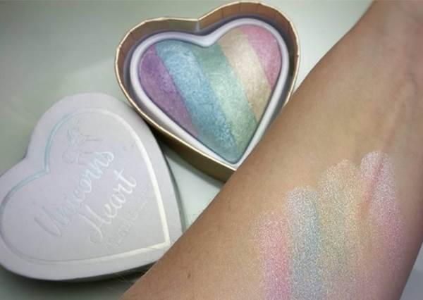 可以讓妝更持久,也不容易飛粉!超美彩虹打亮粉「獨角獸之心」就是它,超貼膚色!