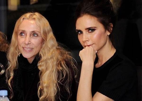Victoria Beckham 給自己的公開信:直認對年輕時隆胸+化濃妝感後悔!