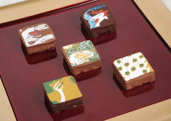 是日本國寶級的巧克力吧?!小小一塊巧克力,竟然連整個山水圖都畫上去了...