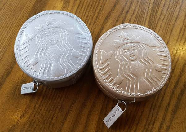 「金幣零錢包」竟然是星巴克出的?歐膩必買搭配小物,不知道要哪個就兩色都買!
