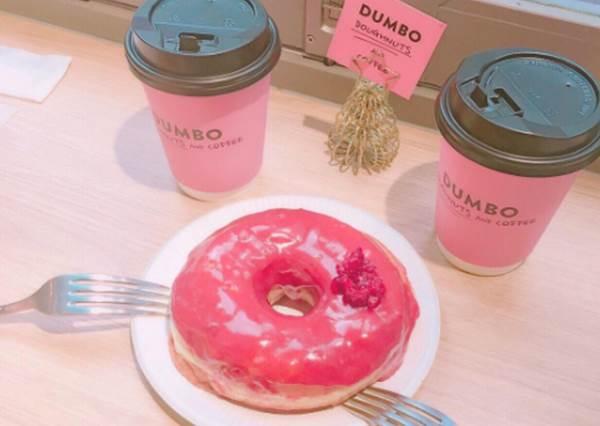 把甜甜圈放在粉色咖啡杯上吃,果然討少女歡心啊!連日本女生瘋狂的甜點店總整理
