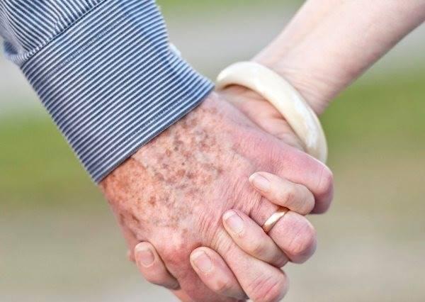這種放閃我願意祝福!90歲老夫妻用㊙㊙㊙㊙示愛,毒舌網友也都覺得甜蜜