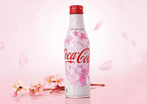 """不是想喝,只是為了它的瓶子吧?日本限定""""櫻花版""""可口可樂曲線瓶,春天必買啊!"""