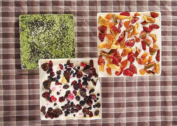 幹嘛買,原來韓國超夯甜點自己做就好啦?破解在家也能完成的「森林莓果白巧克力磚」DIY食譜