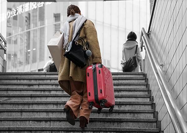 以後就不怕找不到寄物櫃啦!日本世界首創「網路預放行李」,幾乎每一站都可以用