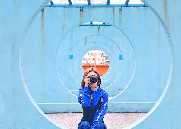 在這圈圈裡,我可以拍一整個下午!在IG上爆紅的藍色時光隧道,原來就在這?