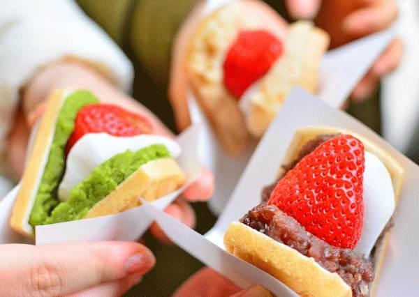被抹茶包圍的草莓,一口咬下就是幸福♥日本福岡「草莓夾心餅」,光看就有種心跳加速的感覺!