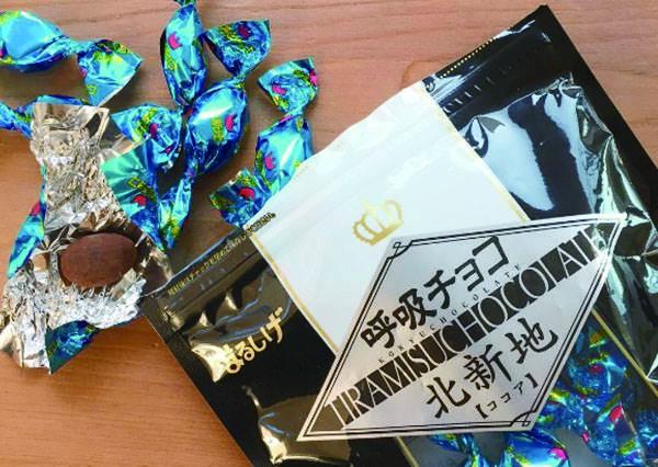 日本人都吃會呼吸的巧克力?!到關西玩絕對不能再錯過的限定版草莓口味,果然人手一包!