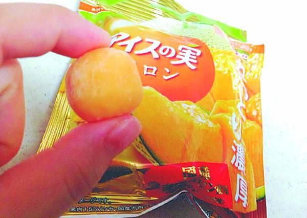 看到黃金桃口味根本拒絕不了啊!日本台灣都受歡迎的「果實冰球」,3種不同水果一次GET