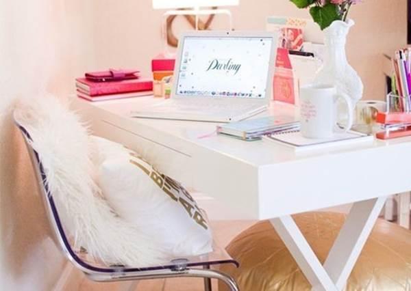 充滿海外風情時尚房間的佈置Point!選用白色色調家具、色澤豐富的小物!