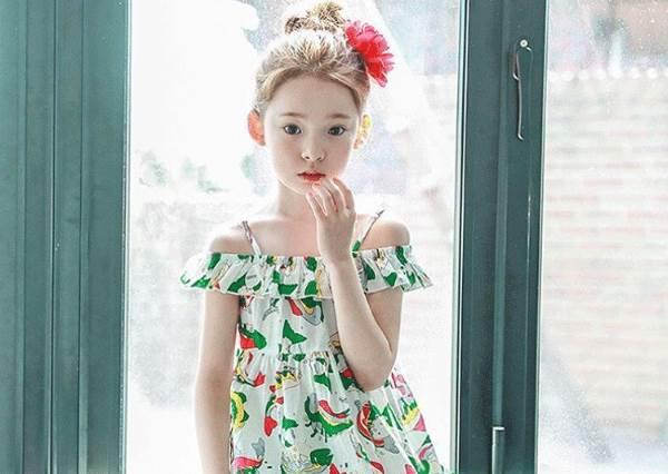 """天生就有成為""""校花""""的氣息!韓國超甜花系小蘿莉,果然連搭檔的男生也有精心挑過?"""