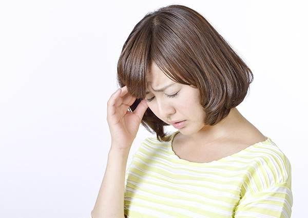 生理期偏頭痛不吃藥,那該怎麼辦?教你用食物緩解的5個祕訣,絕對健康不傷身!