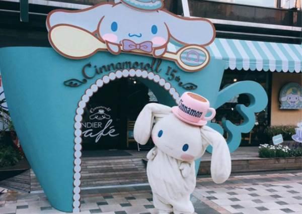 【慶祝大耳狗15歲生日 ! 日本推出一系列聯名服飾 , 台灣也開起期間限定咖啡店】賣萌指數已破表~!