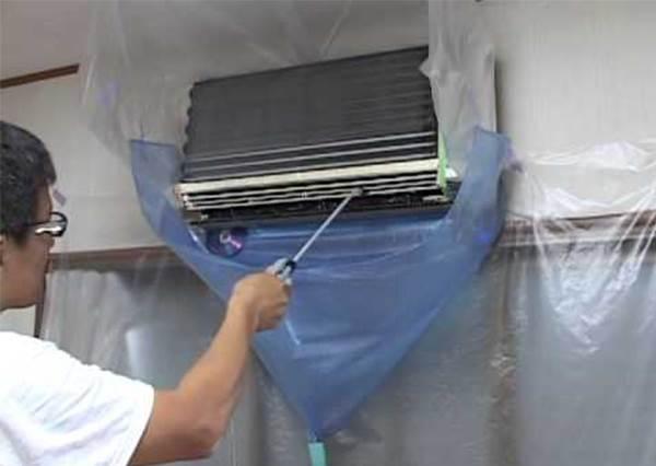 只洗濾網是不夠的!夏天來臨前一定要做好的冷氣掃除工作,尤其用海綿清這招必學