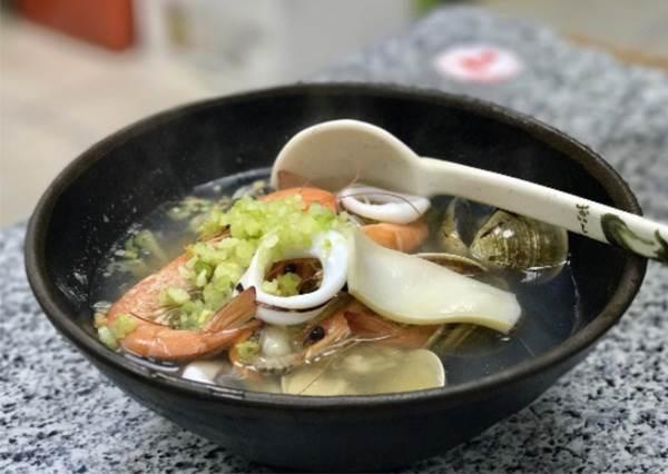 號稱小吃界天王等級!特搜《台南4間必吃古早味》,第一間海鮮多成這樣94狂