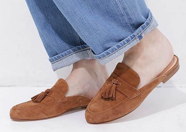 教妳如何用「半拖涼鞋」穿出潮流感而不是邋塌感? 秘訣是要依「顏色」來攻略!