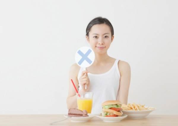 晚上嘴饞怎麼辦? 這些食物選對時間吃不長胖,甚至比在早上吃更有美容效果?!