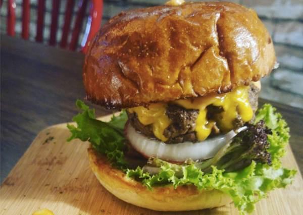 就是要挑戰你的味蕾極限!《創新口味漢堡特輯》:牛肚、巧克力漢堡到底是什麼樣的概念