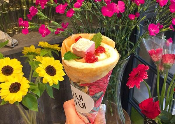 可以吃的花束?讓櫻花妹都瘋狂搶拍的「鮮花可麗餅」:開心果口味的花語也太浪漫