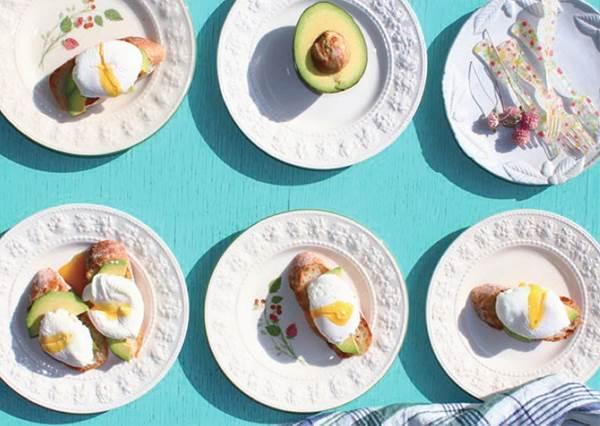 從選鍋子就知道你能不能成功做出水波蛋?賣相滿分的「太陽蛋酪梨麵包」食譜