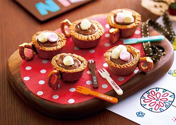 做出來絕對很有成就感!迷你又可愛的「巧克力餅乾杯套裝」步驟教學:杯柄做法超有創意