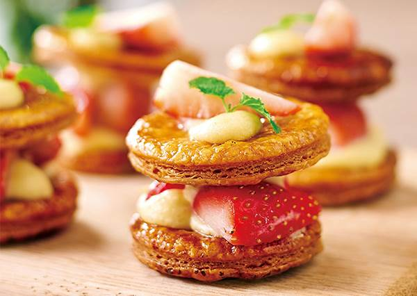 酥皮到底要不要先解凍? 學會怎麼選酥皮後,「迷你草莓法式千層酥」輕鬆上桌!