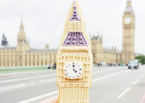到了倫敦也要一口把大笨鐘吃下肚!她用糖霜餅乾拍出超可愛環遊世界照,原來富士山吃起來這麼甜呀?