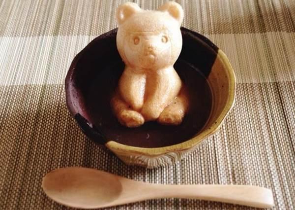 萌翻日妞的「小熊和菓子」!除了可以打開肚子放餡,泡著紅豆湯吃既美味又療癒!