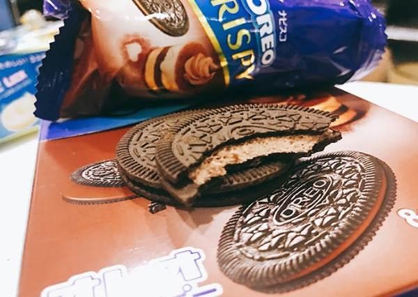 """咦,OREO變薄了?!日本最新人氣零食2選:有吃過變成""""夾心餅乾""""的森永牛奶糖嗎?"""