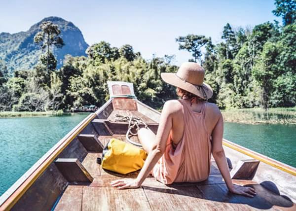 沒有旅伴更自在!「一個人旅行」必須克服的8件事:打卡美照其實靠自己也能拍?