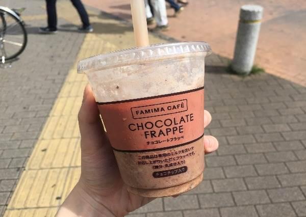"""根本就平價版星冰樂啊?日本超商新推""""巧克力牛奶冰沙"""", 濃郁滋味喝一口就停不了"""