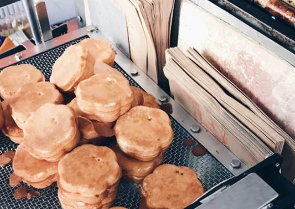 吃完這碗麵還敢說是美食沙洲?11家在地人大推新竹美食,尤其這梅花雞蛋糕少女一定會很愛!