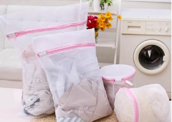快去拿媽媽的洗衣袋!4招「洗衣袋收納術」讓房間秒變整齊,東西還變超好找!