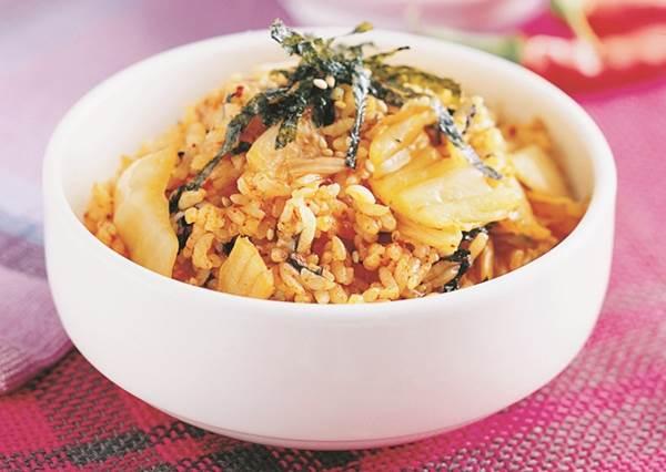 保證歐爸更愛你!韓劇明星都在吃的「泡菜炒飯」,教你簡單3步驟搞定!