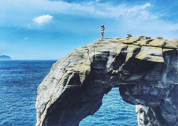 去廟口前先來拍美照!基隆6大「私房秘境」海景山景通通有,快來根掃帚飛越基隆港吧~
