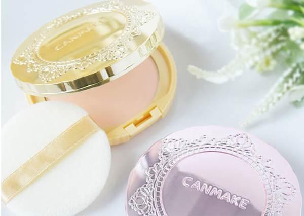 化妝小包包必備!五款日本超犯規底妝新品,只要輕輕一撲什麼瑕疵都掰掰~