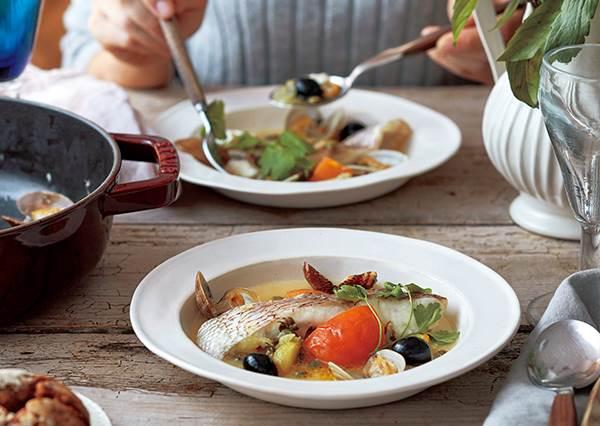 這盤男友一定愛! 拌飯、麵都絕配頂級「義式水煮魚」食譜公開,湯汁好吃到讓你猛吸手指