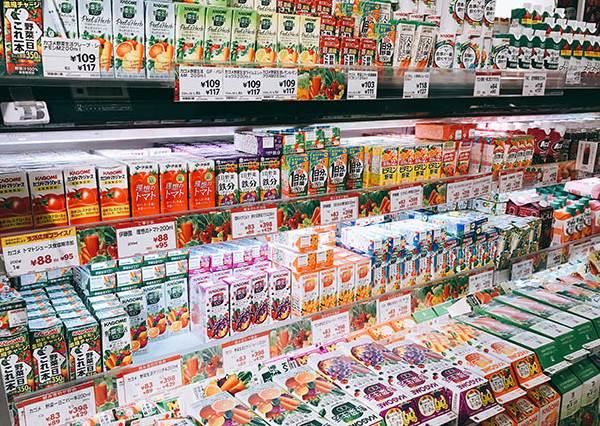 喝豆奶、吃優格還能GET到滿滿蔬菜纖維?日本超商健康蔬果飲料大公開,只要一瓶就能清宿便讓身體無負擔!