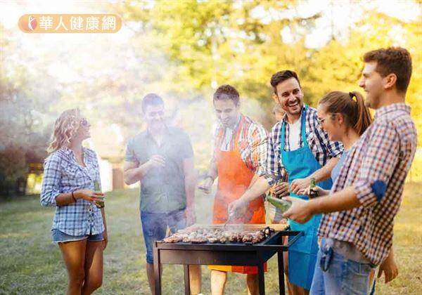 烤肉也能吃得健康!5招小撇步讓你遠離致癌物:烤肉醬記得等食物熟了再刷啊~