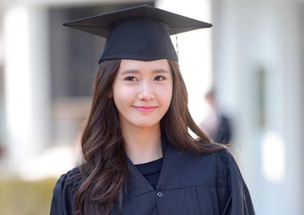 學士帽也被你們戴得好時尚!女明星的大學畢業照讓人大呼「上天不公」