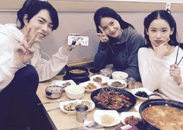 韓劇主角們吃什麼?潤娥、鍾碩帶你韓國美食之旅,這家炸雞真的是首爾必吃啊!
