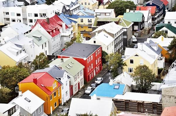 """晚上睡覺不用鎖門?!看完都想移民的冰島8個「世界第一」:好想感受被""""書香""""淹沒的fu啊!"""