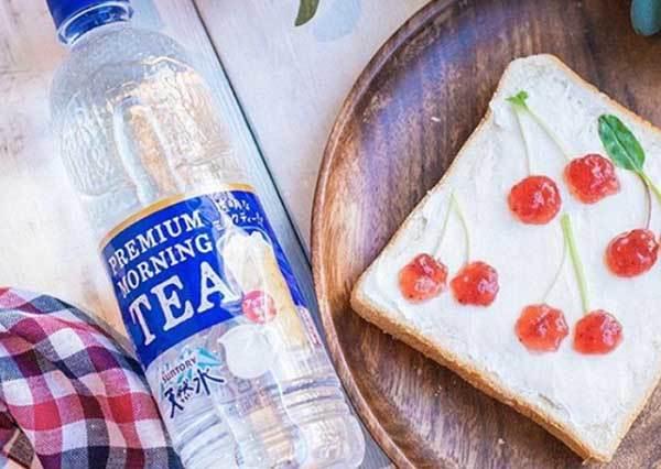 看起來像在開玩笑!紅透日本的無色透明奶茶,喝起來又會是什麼味道呢?