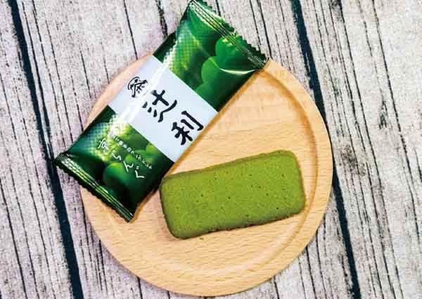 買到行李箱都裝不下!日本必敗「抹茶伴手禮」TOP5,抹茶白巧克力咬下是滿滿草莓!