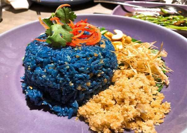 不再是泰國旅遊必吃!曼谷最夯泰式餐廳NARA THAI CUISINE美味登台,蝶豆花香飯也太美!