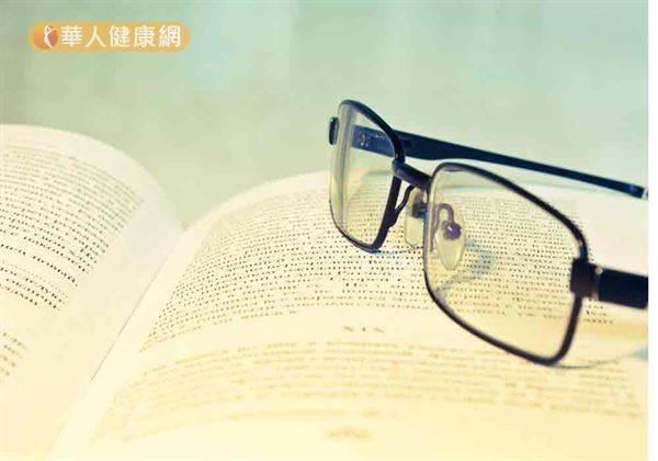 台灣高中每十人有八人近視?!學會保護法可預防假性近視~