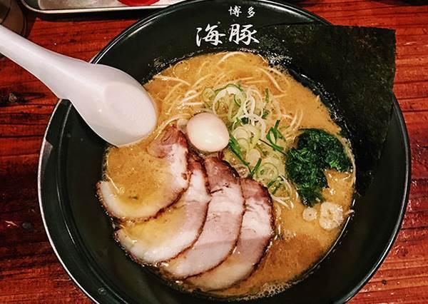 學生推薦美食就是俗擱大碗!福岡超美味拉麵讓人忘了熱量,甚至更勝超夯一蘭?!