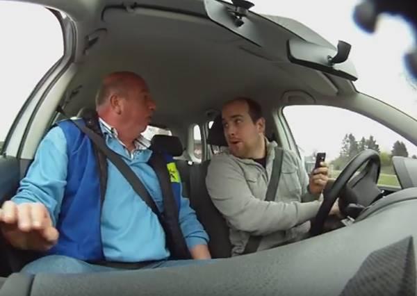 駕訓班教練居然要學員邊開車邊回手機訊息,背後用意太值得我們學習了!