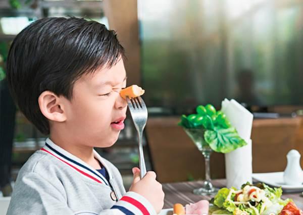 孩子不吃正餐,零食卻吃一堆?!先別急著發脾氣!熟記這3招包準讓他們乖乖走到餐桌吃飯